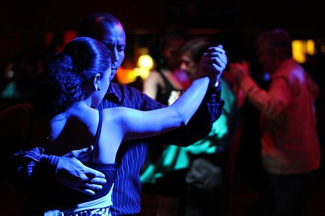 tango, kizomba, bachata, dansuri de societate